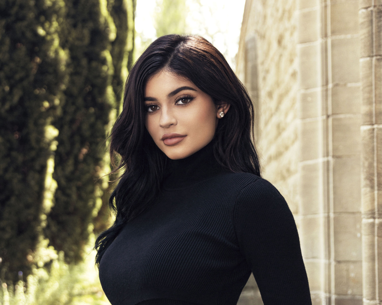 kylie-jenner-wearing-black-top-2018-zo.jpg