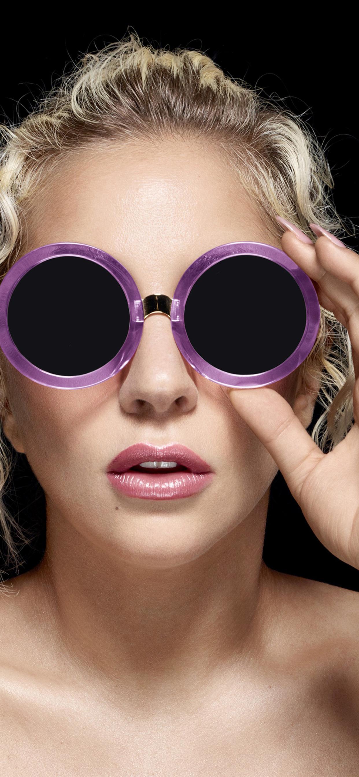 lady-gaga-wearing-lobster-eye-glasses-6i.jpg
