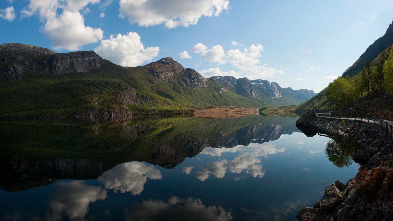 lake-reflection-clouds-5k-8q.jpg