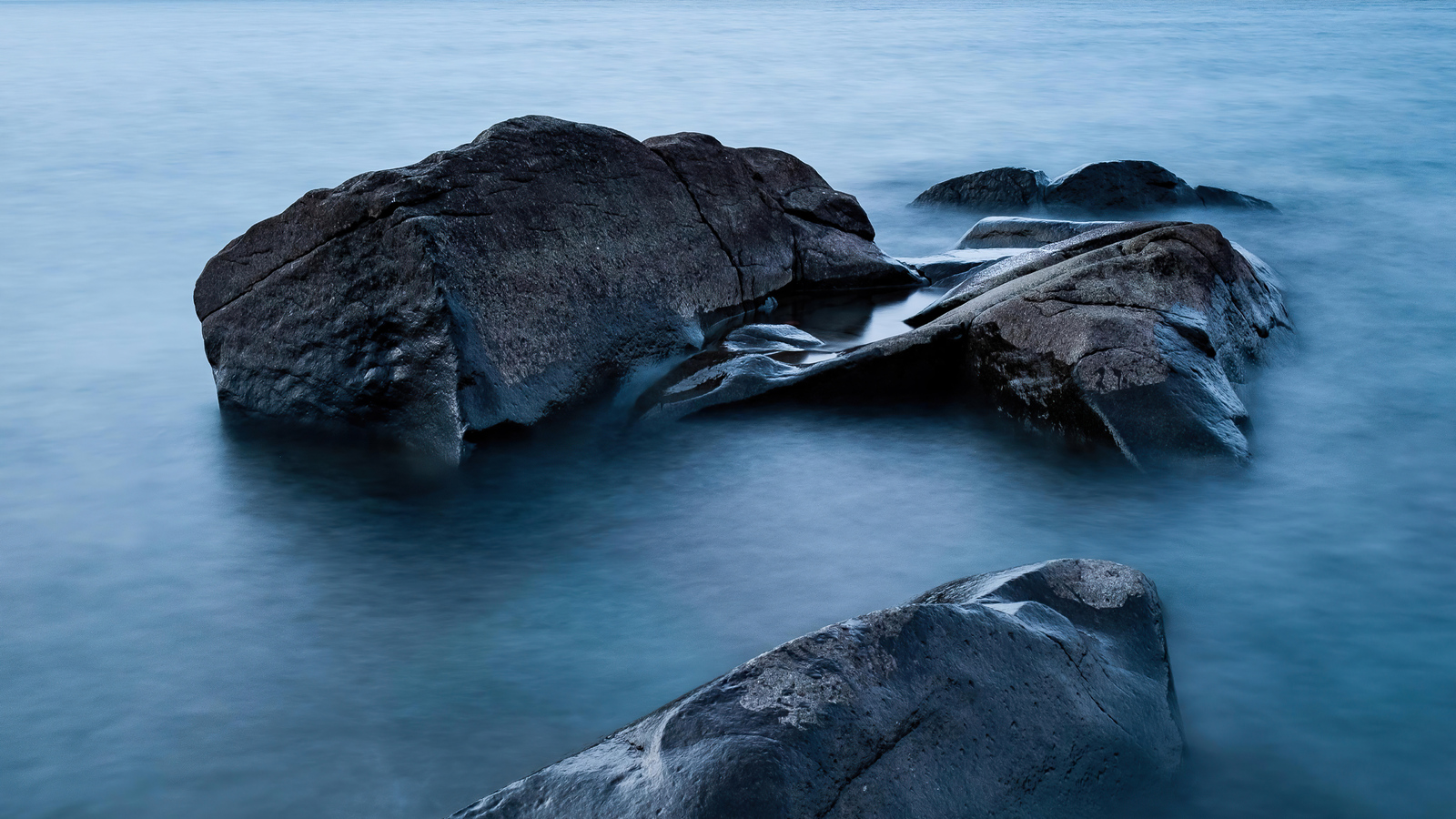 lake-superior-rocks-5k-dq.jpg