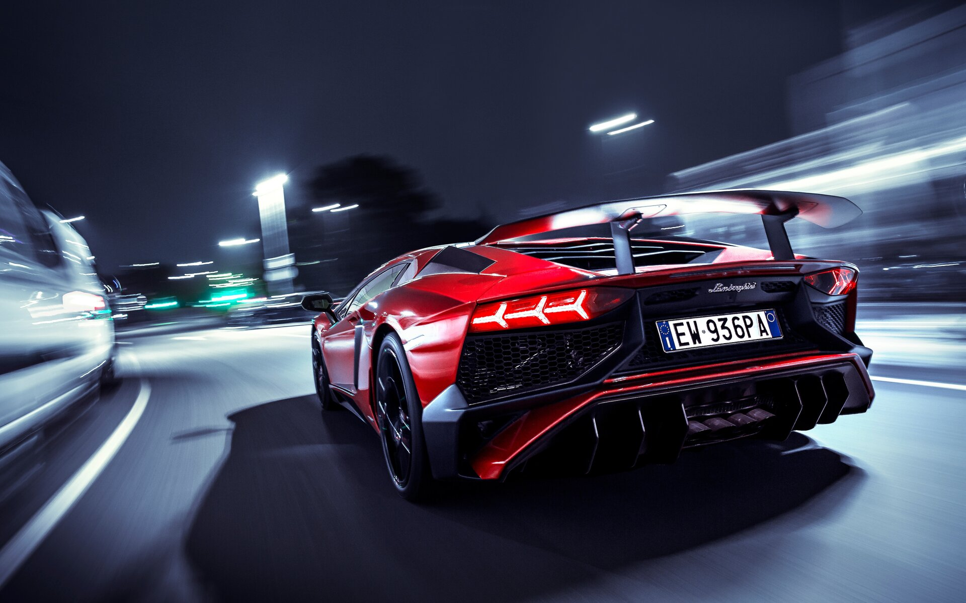 lamborghini-aventador-sv-rear-lights-fz.jpg