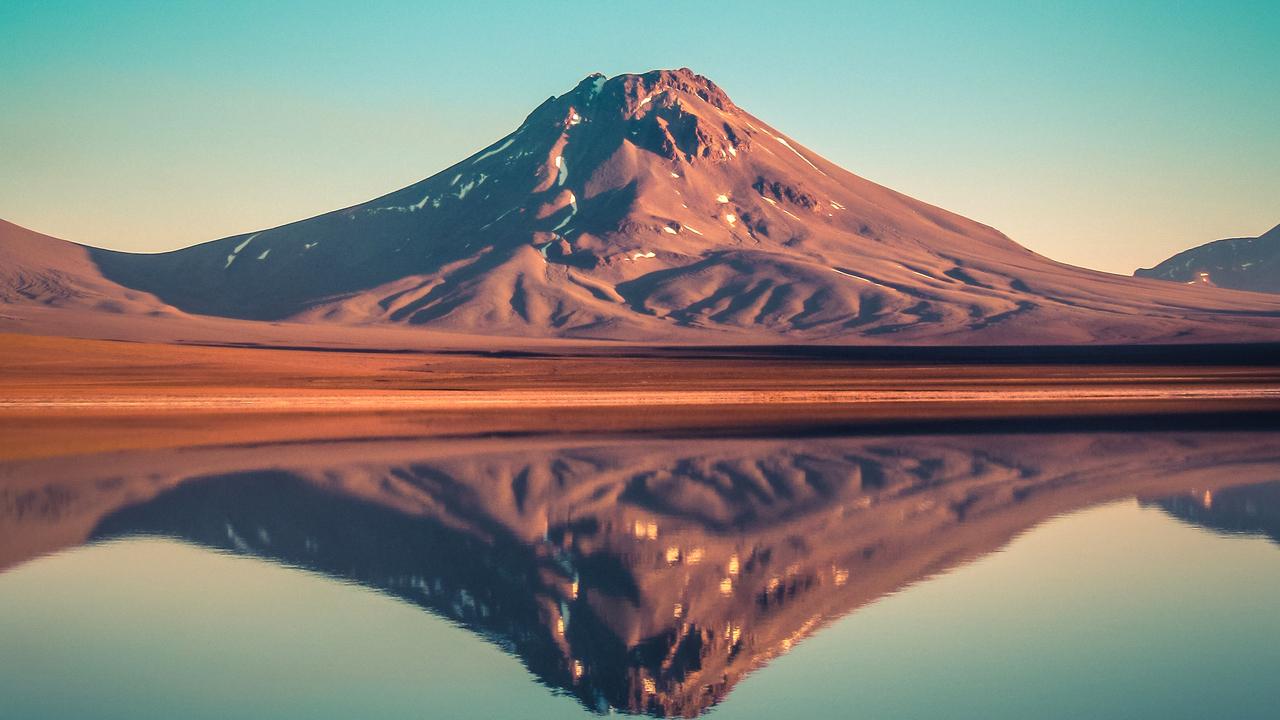 lejia-lake-mountains-reflection-gw.jpg