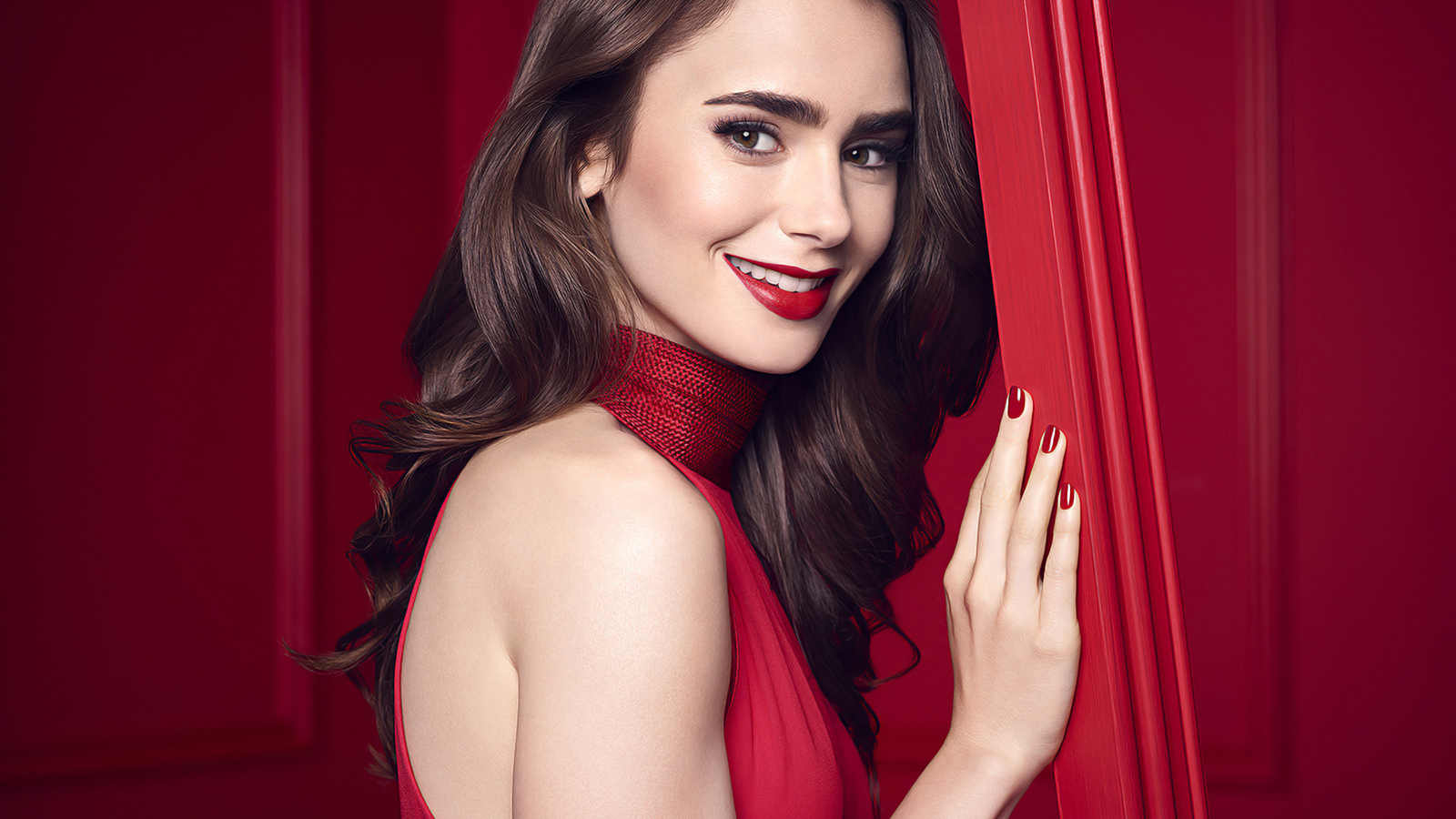 lily-collins-smiling-2020-10.jpg