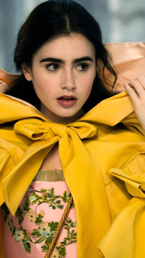 lily-collins-still-from-mirror-mirror-movie.jpg