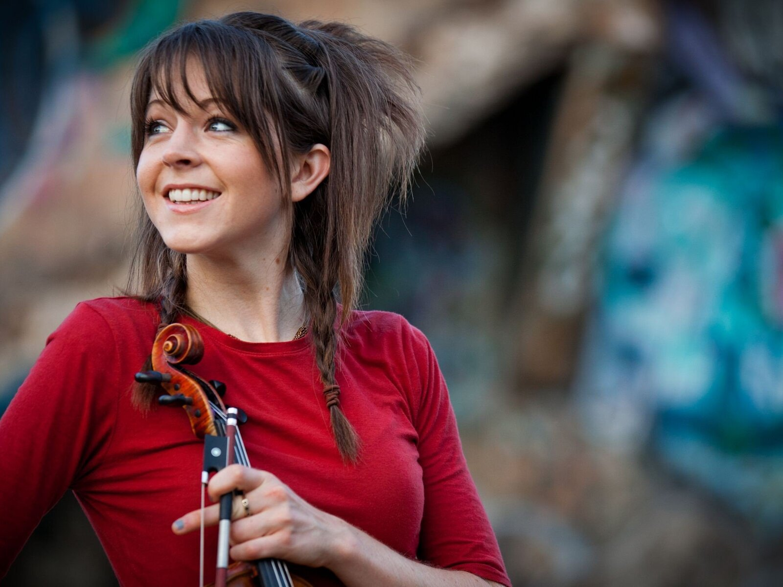 lindsey-stirling-cute-pic.jpg