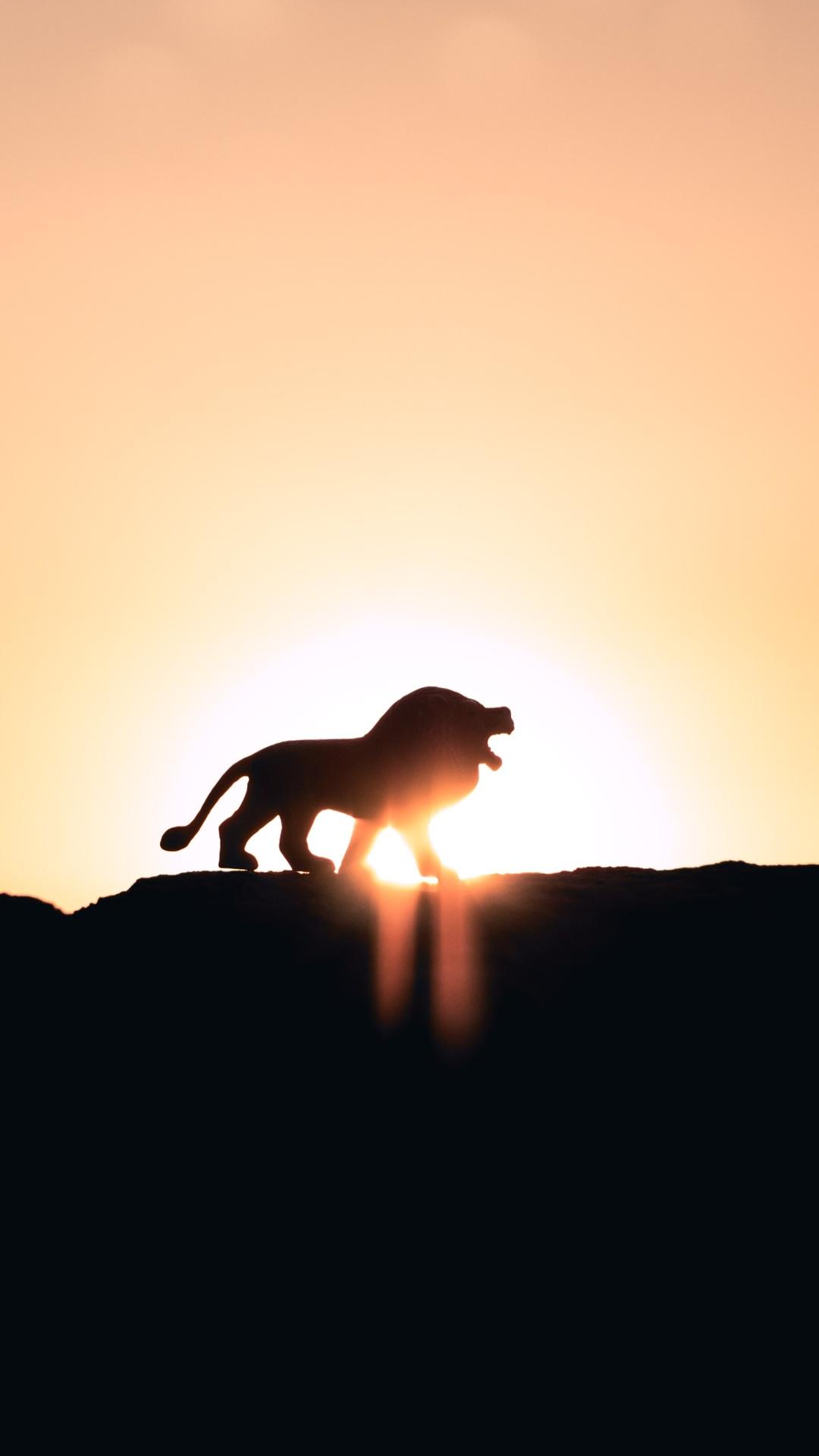 lion-roaring-on-top-of-mountain-5k-k7.jpg
