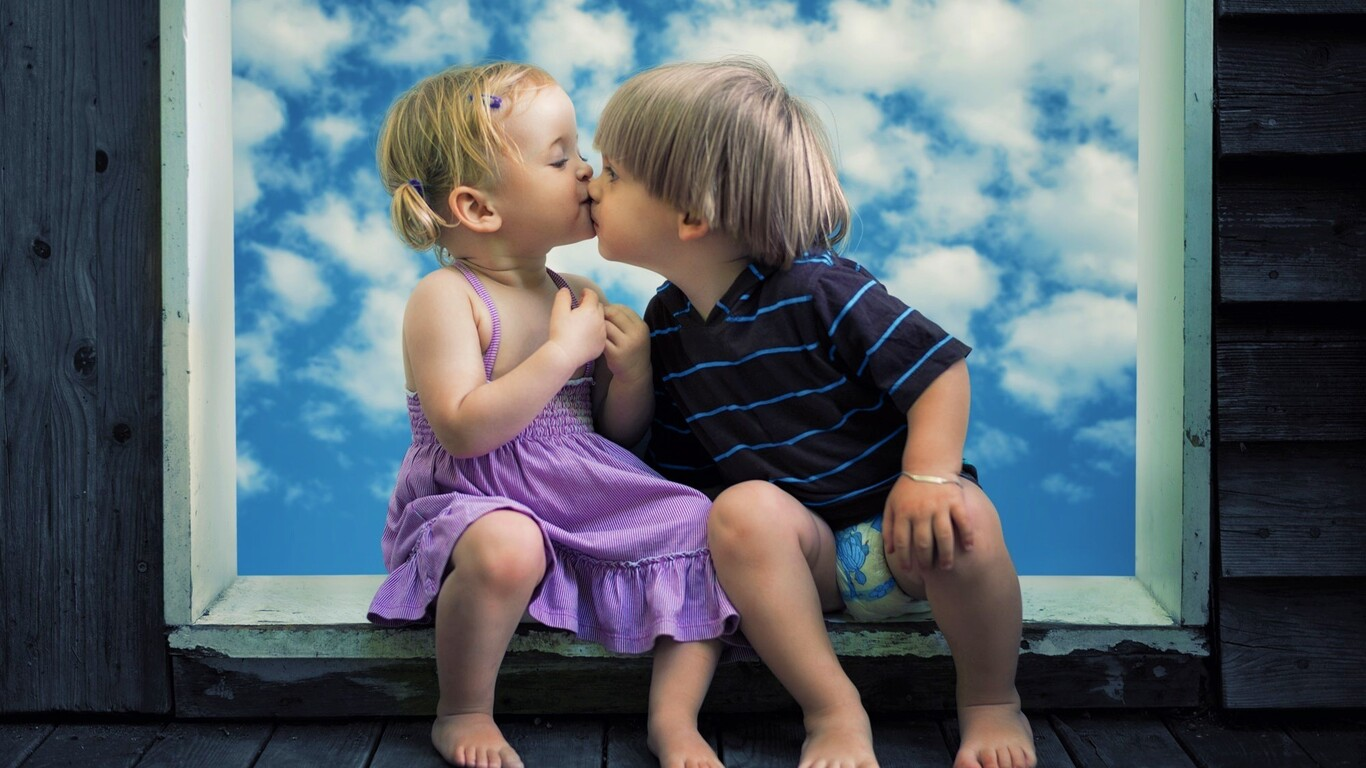 1366x768 little boy little girl cute kiss 1366x768 resolution hd 4k