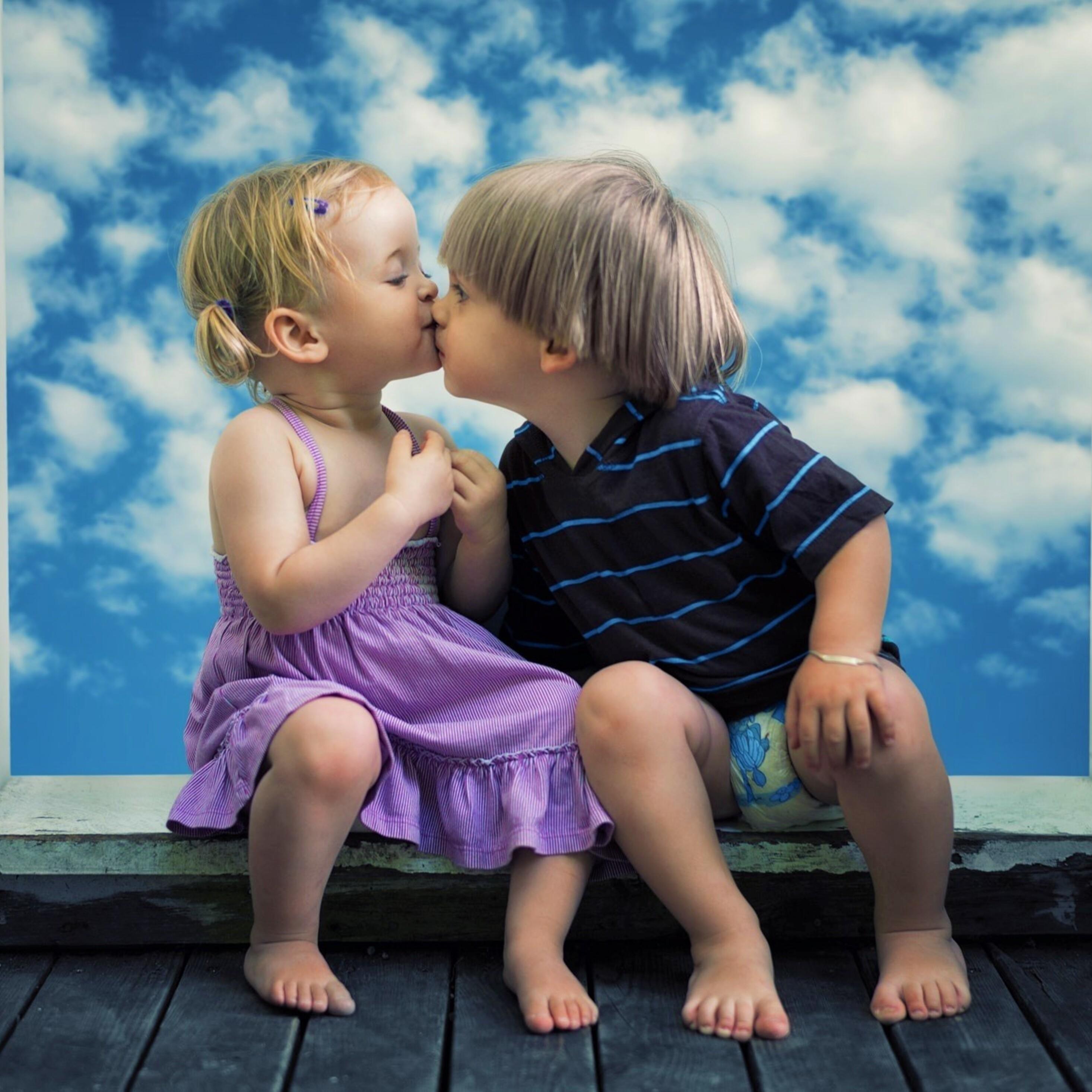 Дети целуются: картинки и фото дети целуются, скачать рисунок 16