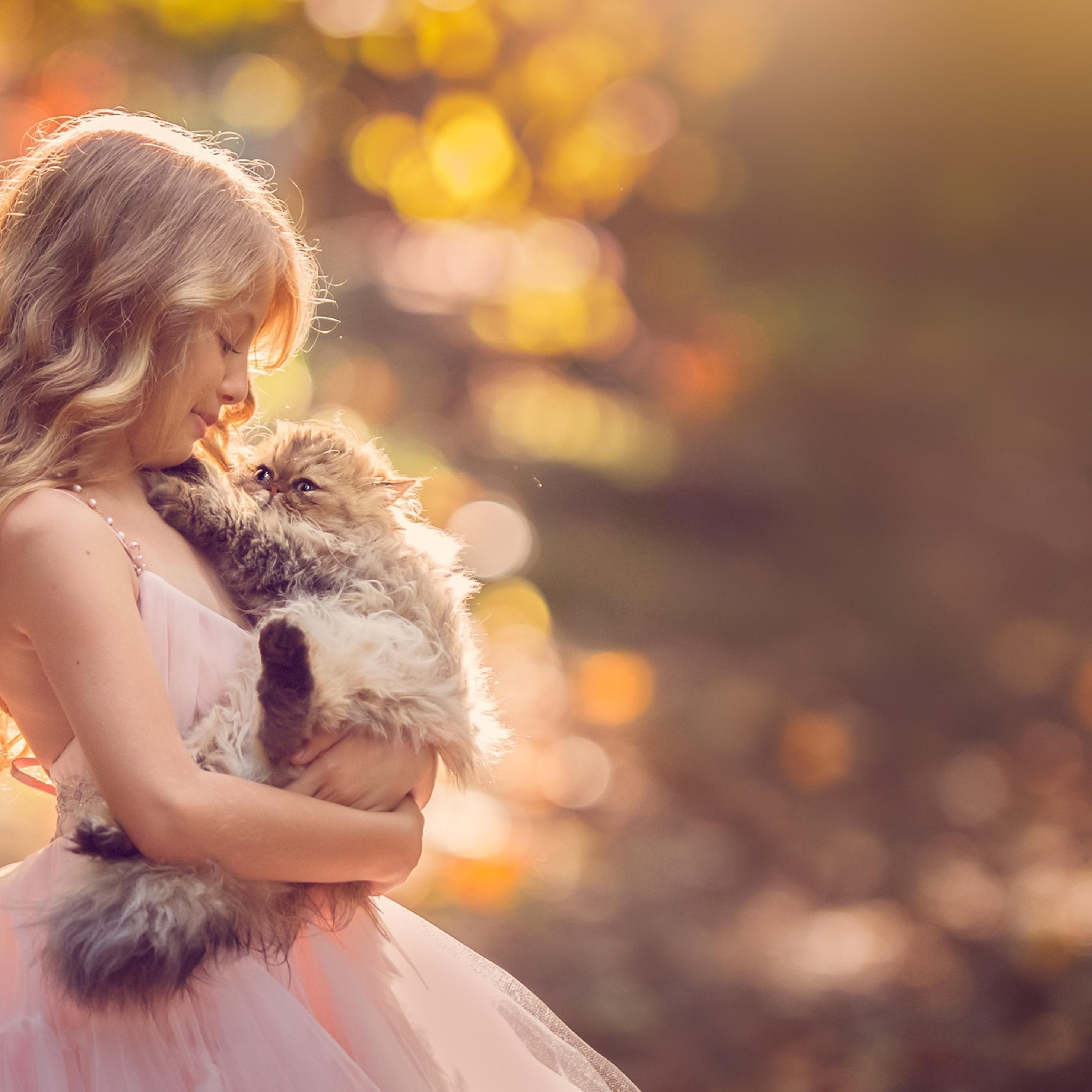 little-girl-with-cat-qhd.jpg