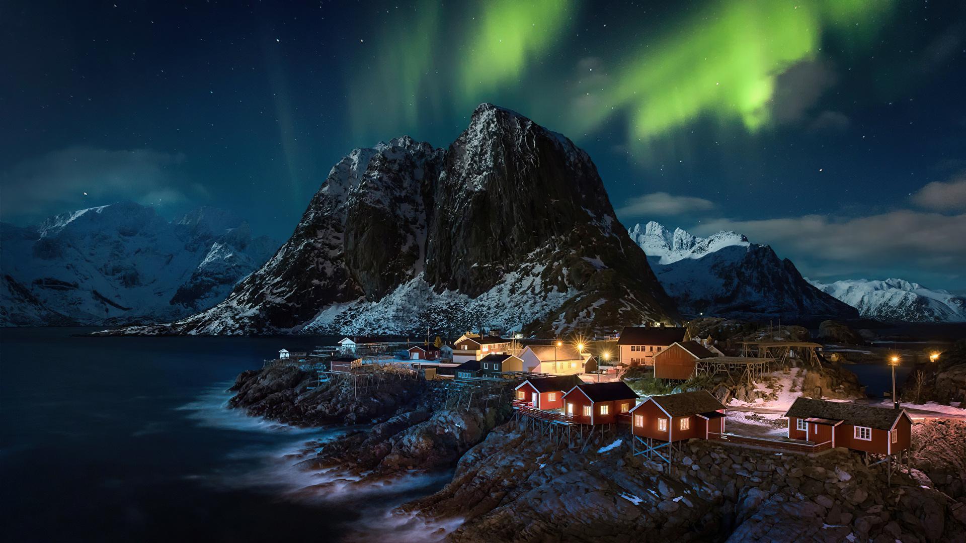 lofoten-norway-village-aurora-northern-lights-4k-pb.jpg