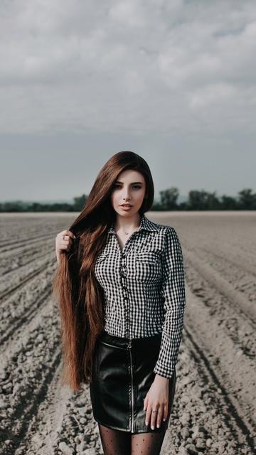 long-hair-girl-outdoors-field-os.jpg