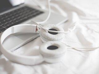 320x240 Macbook Beats Headphones Apple Iphone Ipod Touch