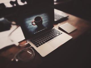 macbook-pro-apple-laptop-headphones.jpg