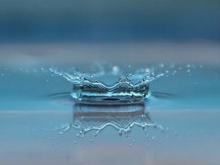 macro-drop-of-water-p0.jpg