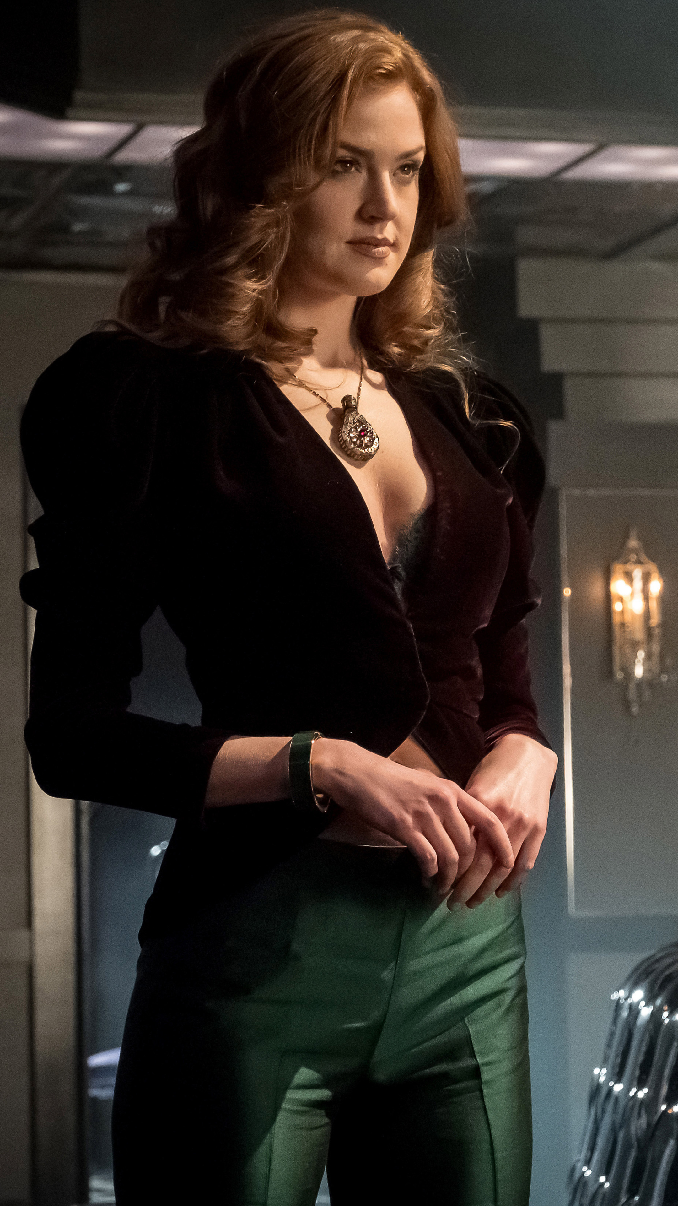 2160x3840 Maggie Geha As Poison Ivy Gotham Season 4 Sony