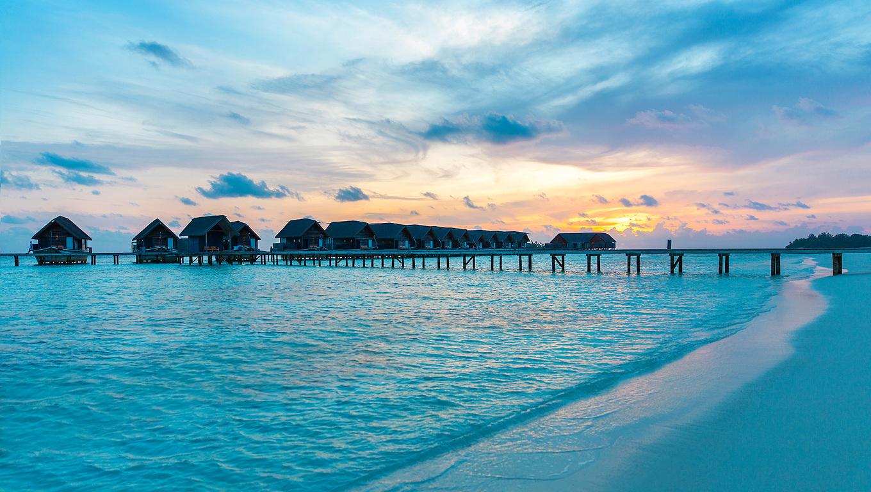 Maldives Beach Hd Wallpaper: 1360x768 Maldives Resorts Huts Over Water Laptop HD HD 4k