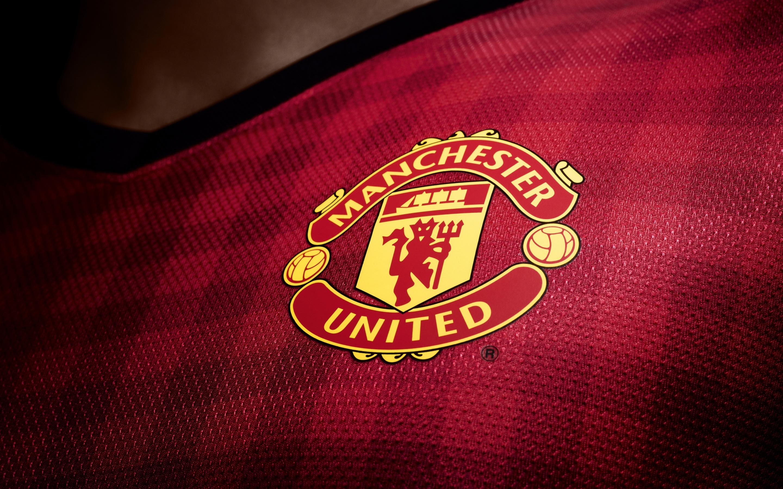 2880x1800 Manchester United Logo Macbook Pro Retina Hd 4k Wallpapers