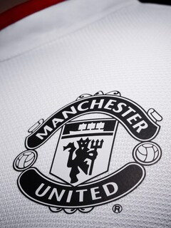 manchester-united-logo-hd-wallpaper.jpg