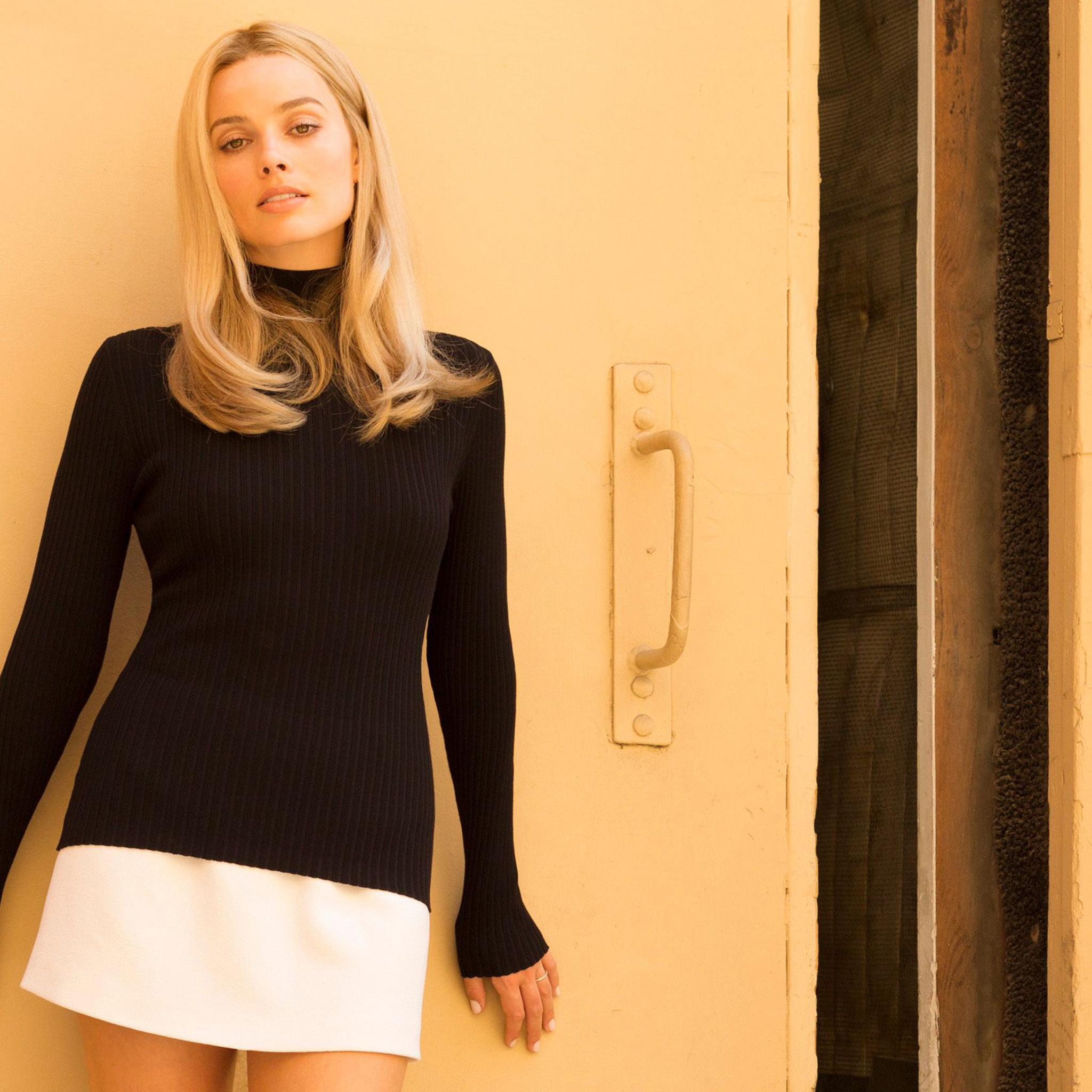 margot-robbie-as-sharon-tate-in-once-upon-a-time-in-hollywood-5j.jpg