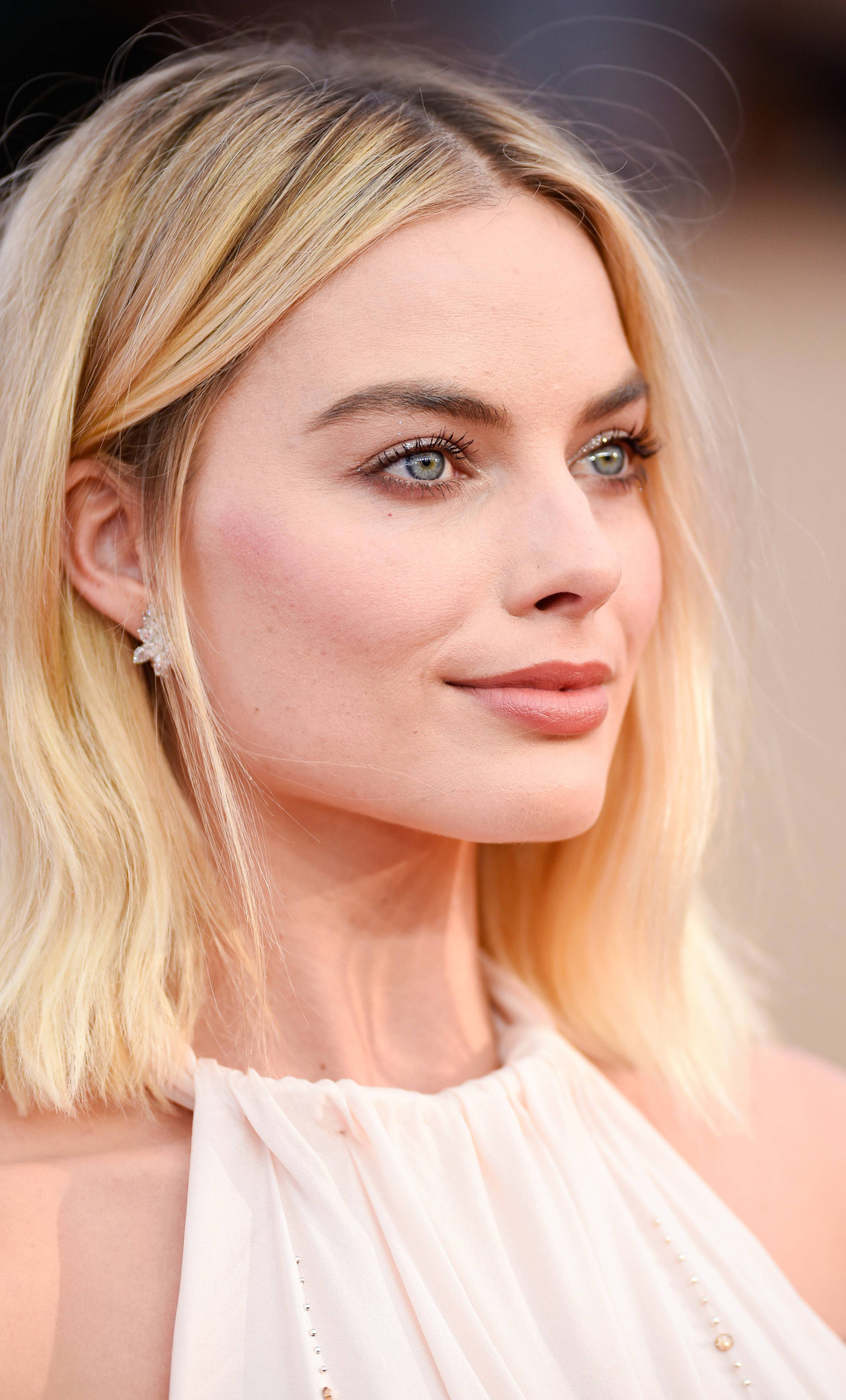 margot-robbie-eyes-4z.jpg