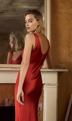 margot-robbie-in-red-dress-photoshoot-for-evening-standarad-7a.jpg