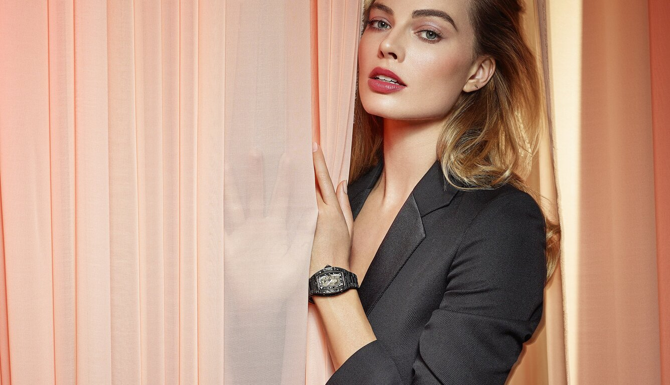 margot-robbie-richard-mille-2020-4k-oe.jpg