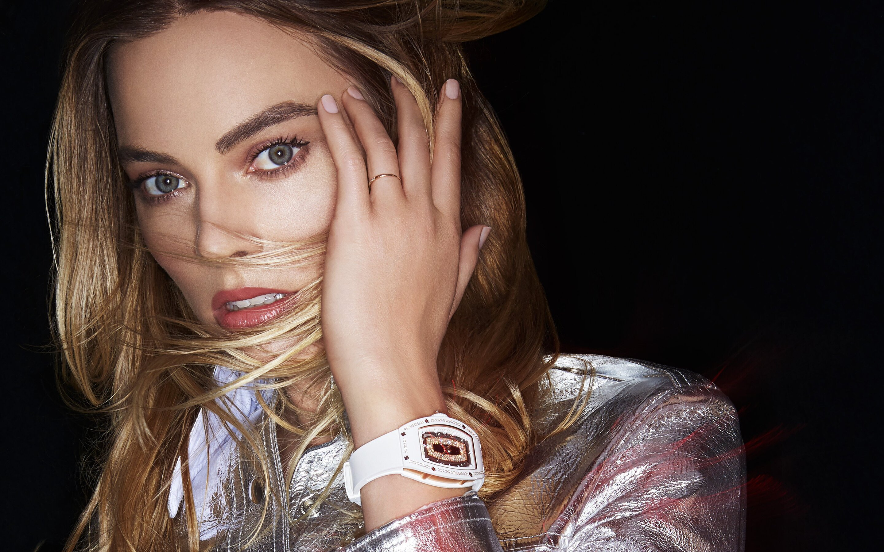 margot-robbie-richard-mille-4k-bk.jpg