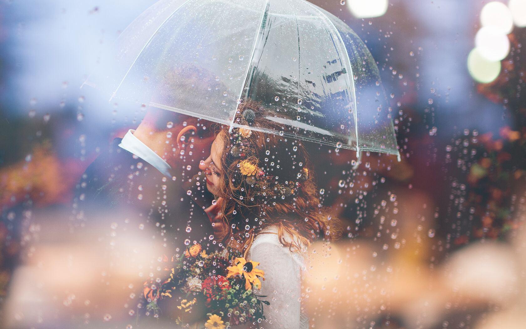 married-couple-romantic-umbrella-raining-weeding-57.jpg