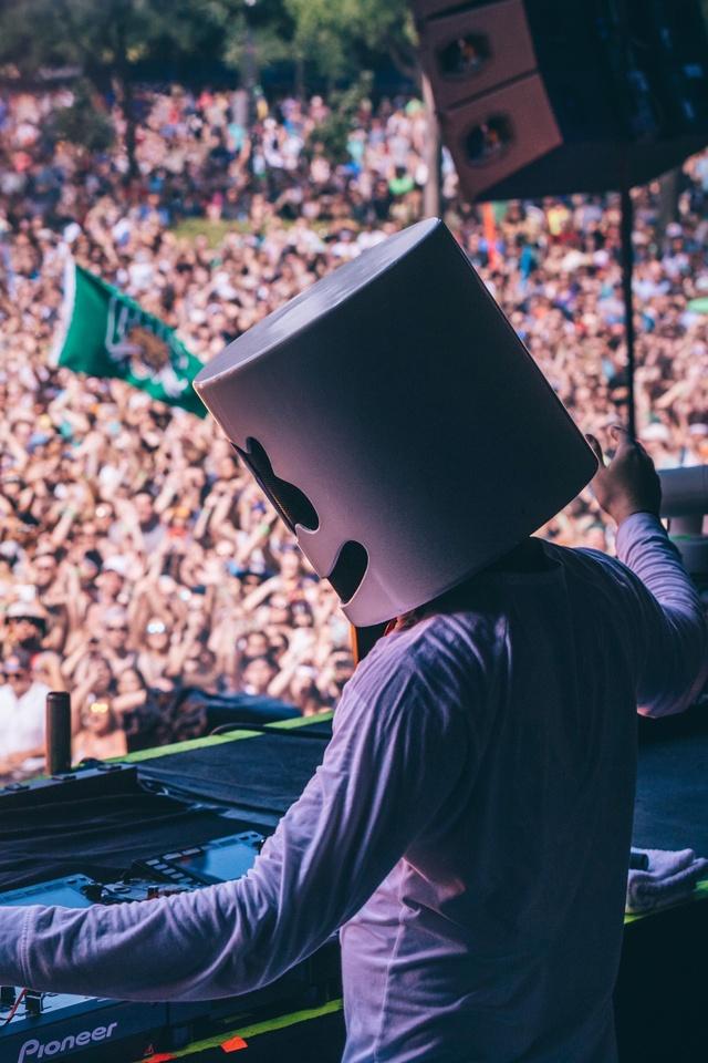marshmello-performing-at-music-festival-5k-if.jpg
