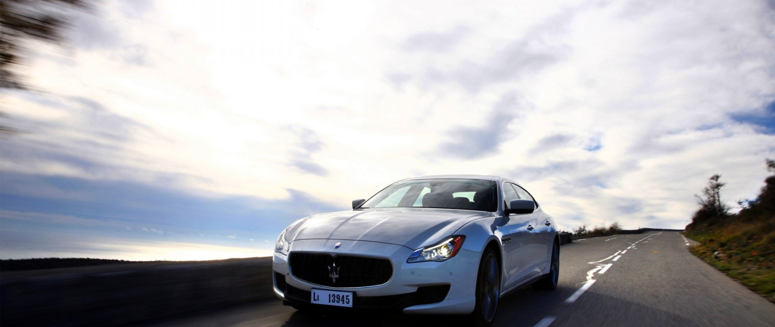 maserati-on-road-qhd.jpg