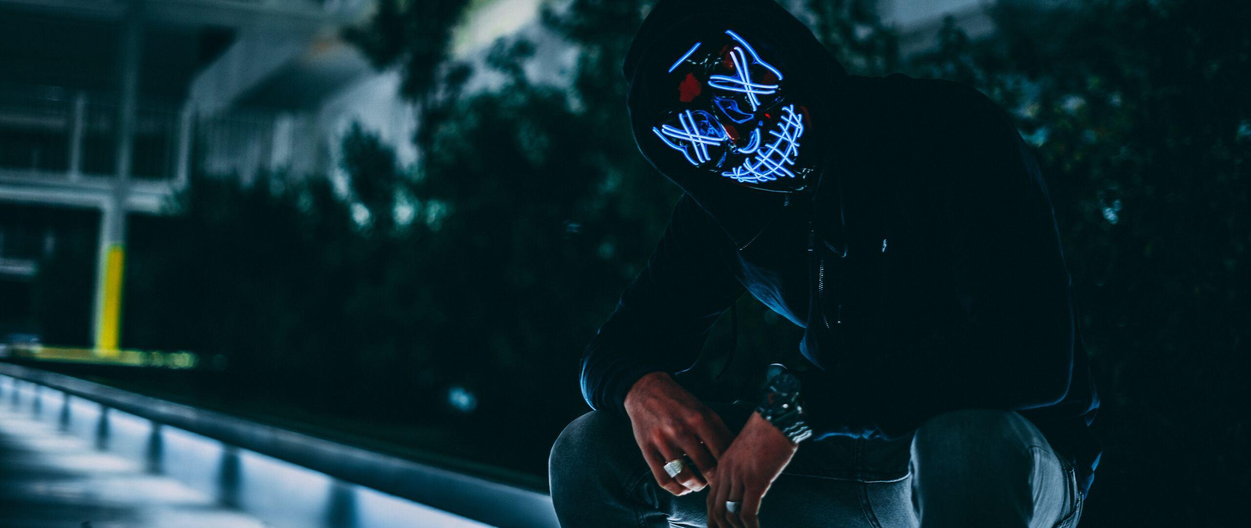mask-anonymous-hoodie-guy-i4.jpg