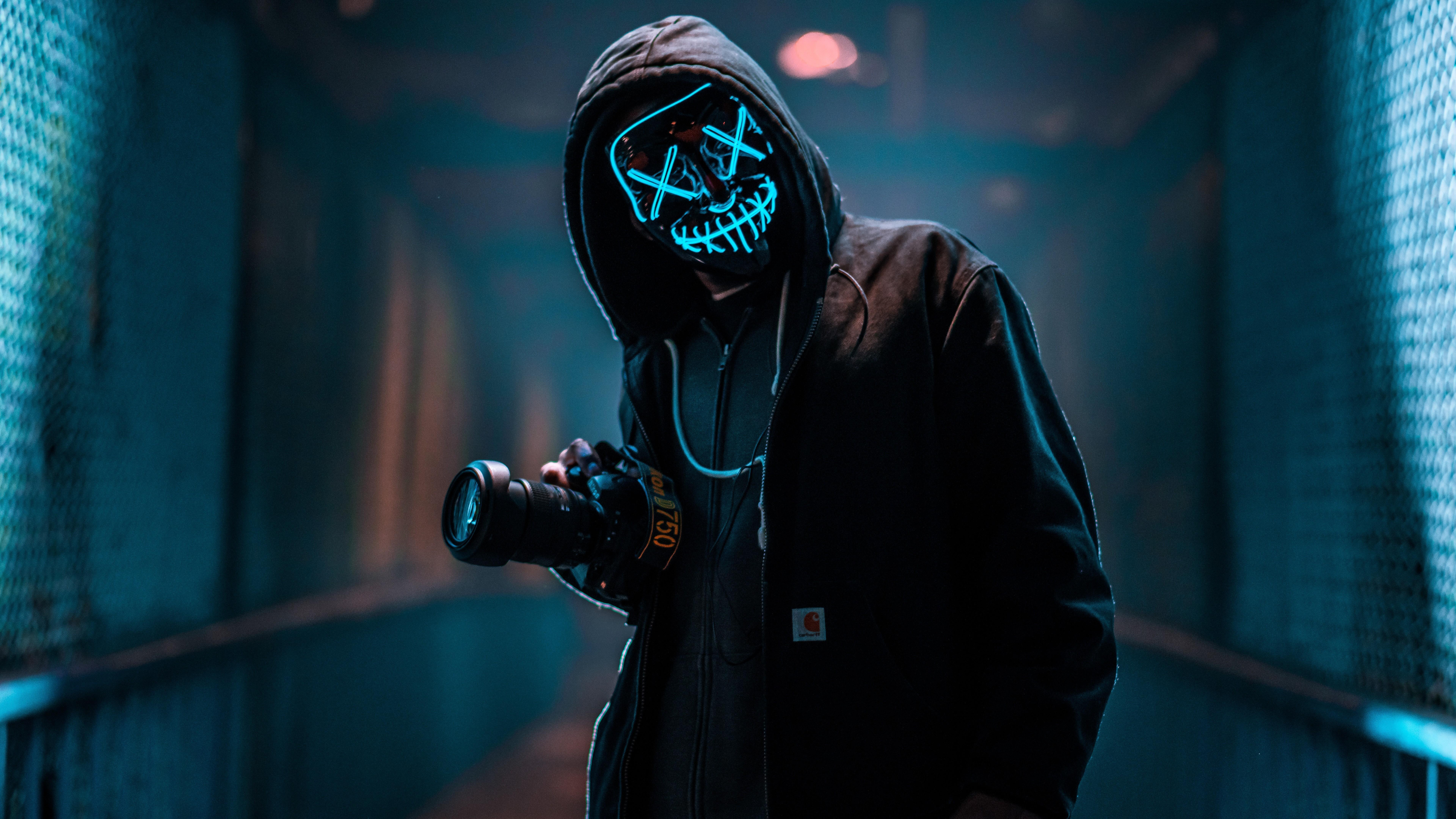 mask-guy-with-dslr-18.jpg