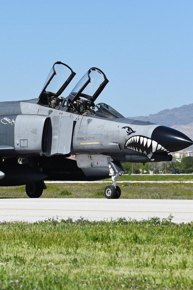 mcdonnell-douglas-f-4-phantom-ii-jet-fighter-aircraft-warplane.jpg