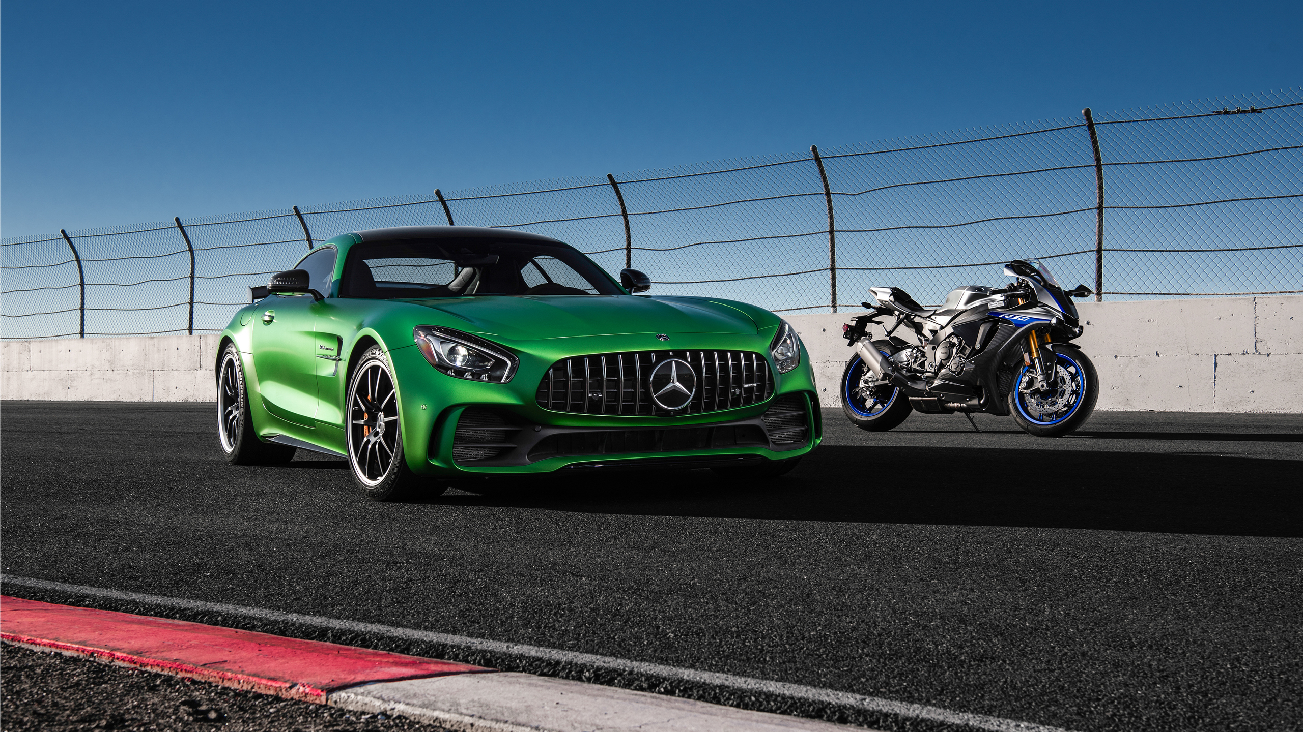 mercedes-amg-gtr-and-yamaha-r1-b2.jpg