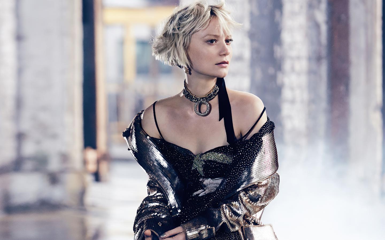 mia-wasikowska-2021-11.jpg