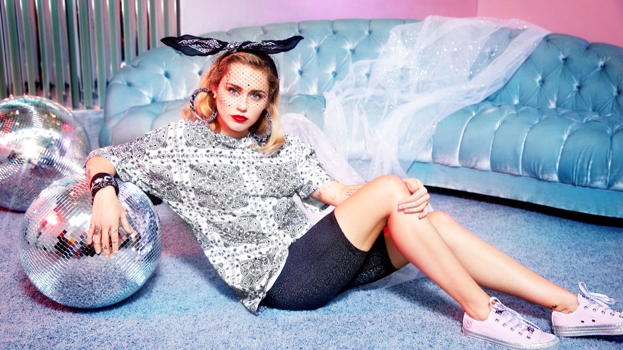 miley-cyrus-converse-x-collection-kq.jpg