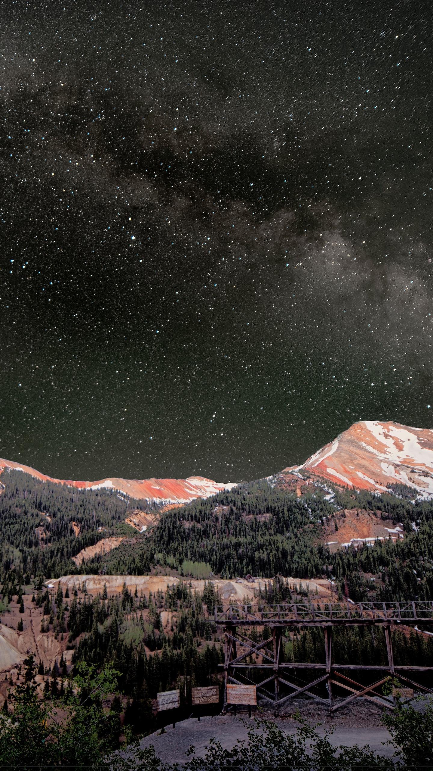 milky-way-above-red-mountains-8k-2n.jpg