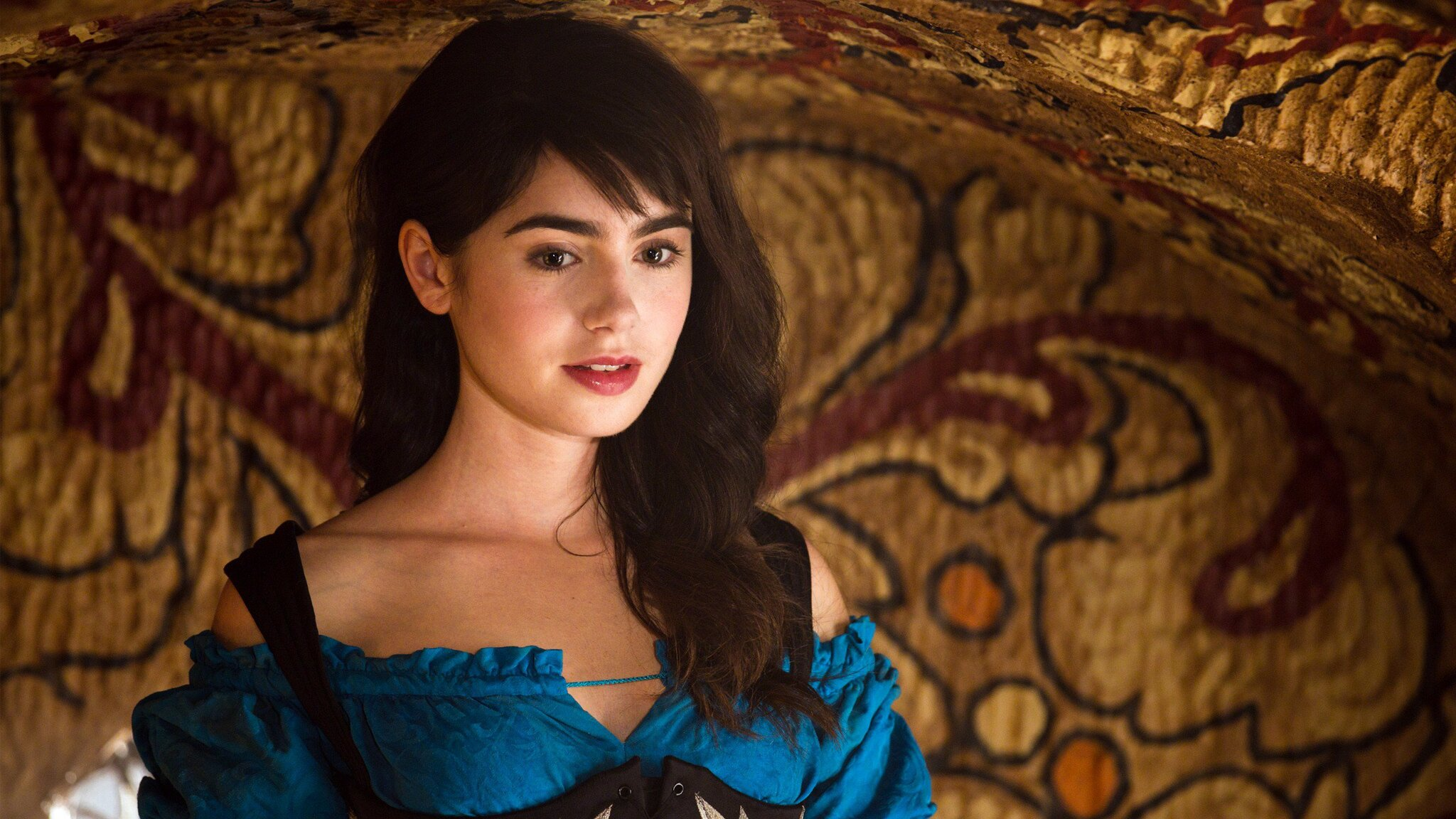 2048x1152 Mirror Mirror Lily Collins 2048x1152 Resolution ...
