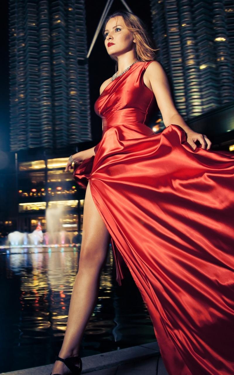 model-red-dress-outdoors-depth-of-field-5k-vl.jpg