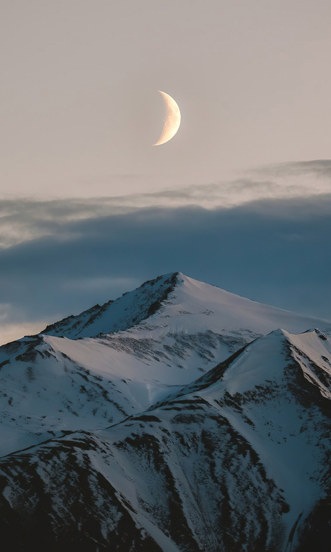 moon-above-mountains-winter-4k-ex.jpg