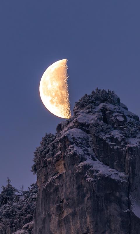 moon-over-the-bavarian-alps-4k-d2.jpg
