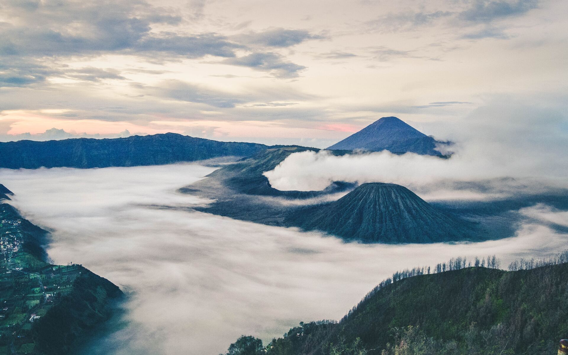 mount-bromo-east-java-indonesia-4k-ok.jpg
