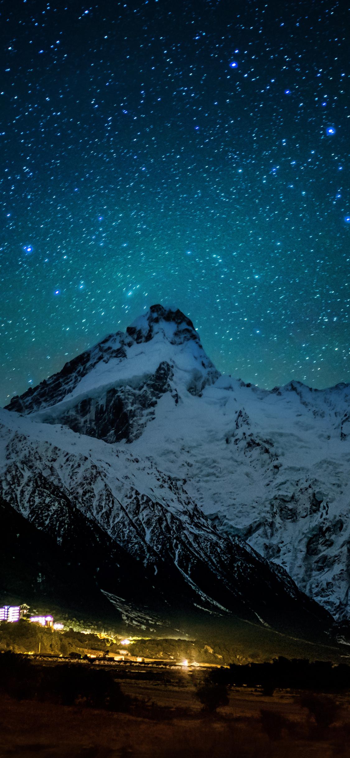 mount-cook-village-under-the-winter-stars-8k-sk.jpg