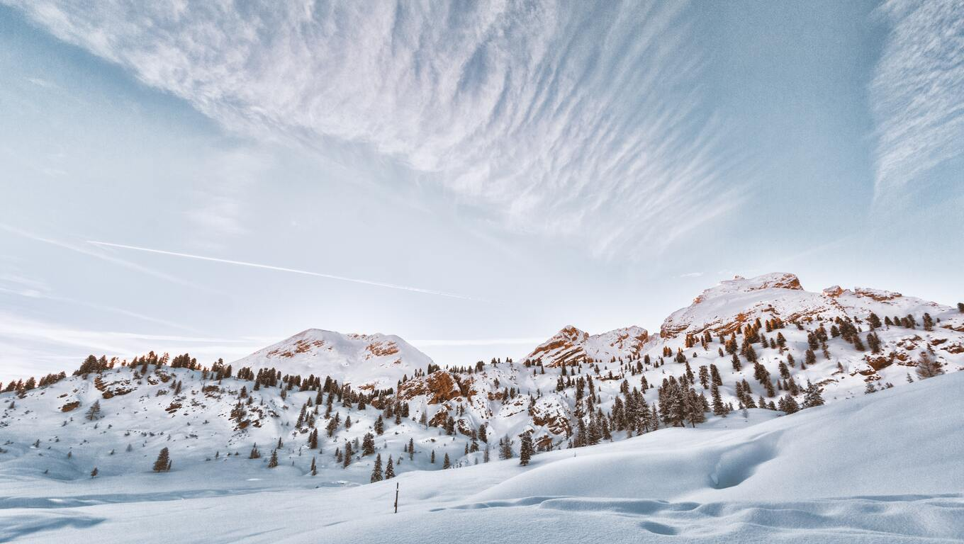 mountains-covered-in-snow-5k-m3.jpg