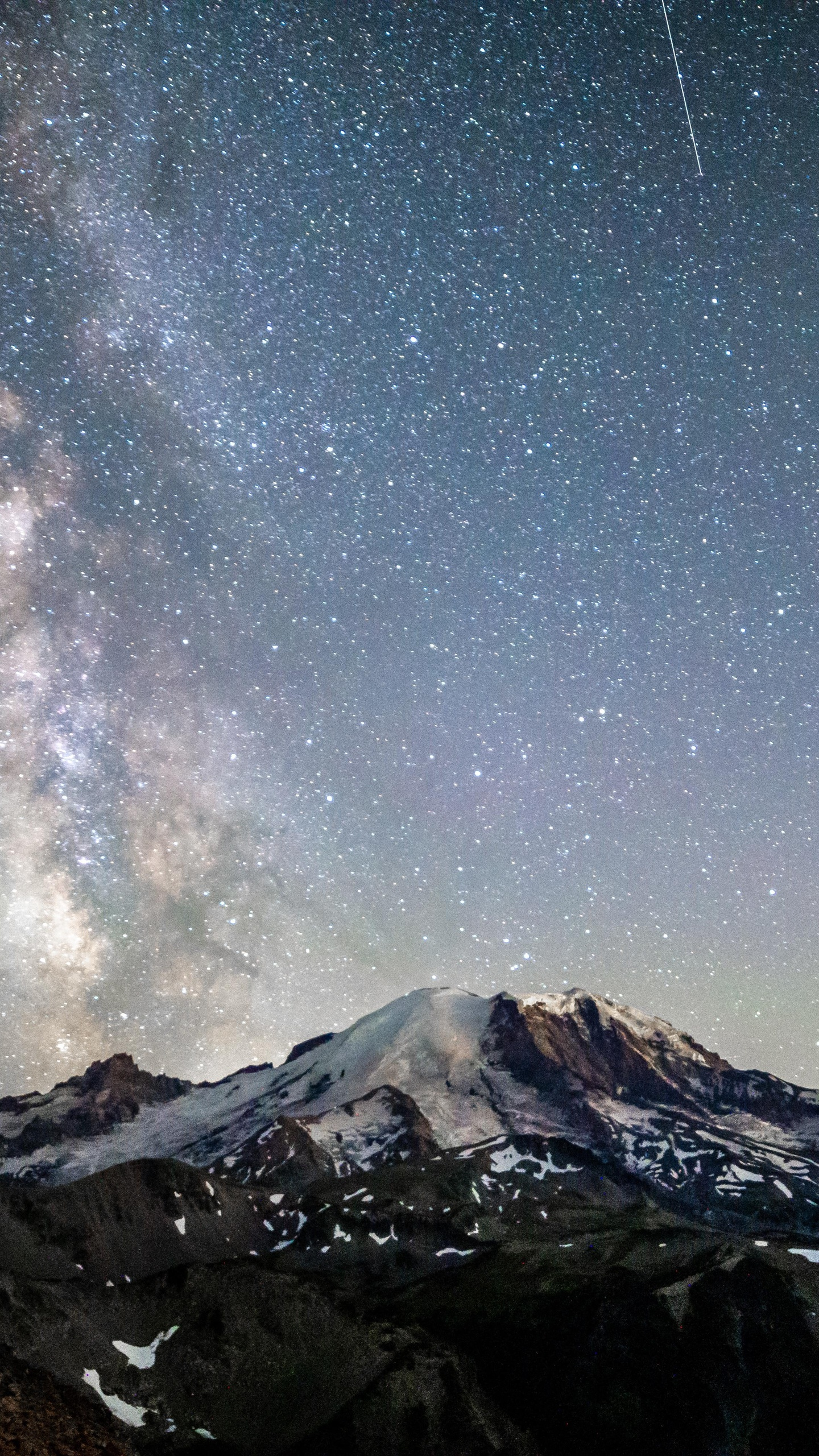 mt-rainier-under-the-nights-sky-5k-o4.jpg