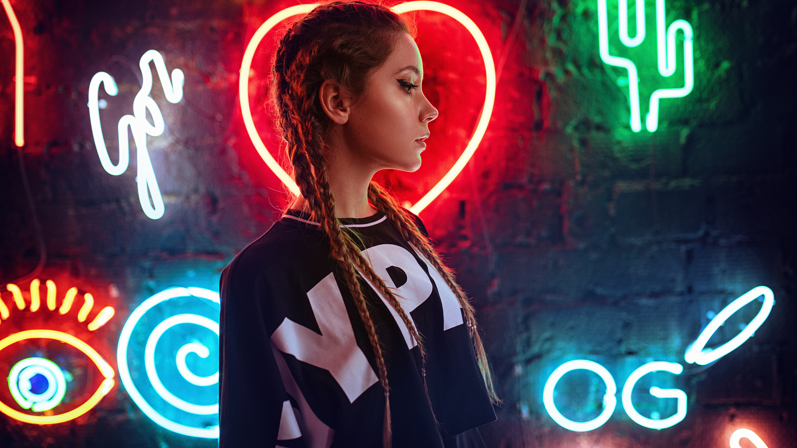 2560x1440 Neon Wall Behind Girl 1440p Resolution Hd 4k Wallpapers Images Backgrounds Photos And Pictures