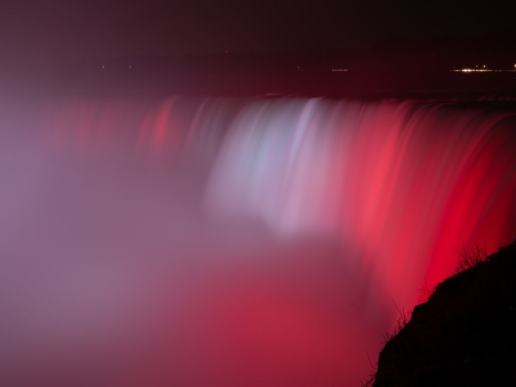 niagara-falls-waterfall-red-backlight-5k-9d.jpg