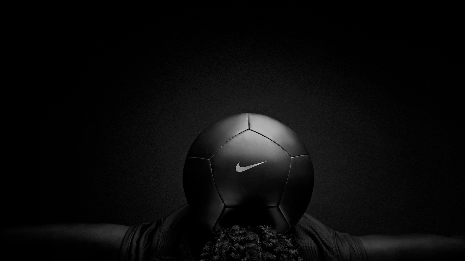 nike-black-play-football-ev.jpg