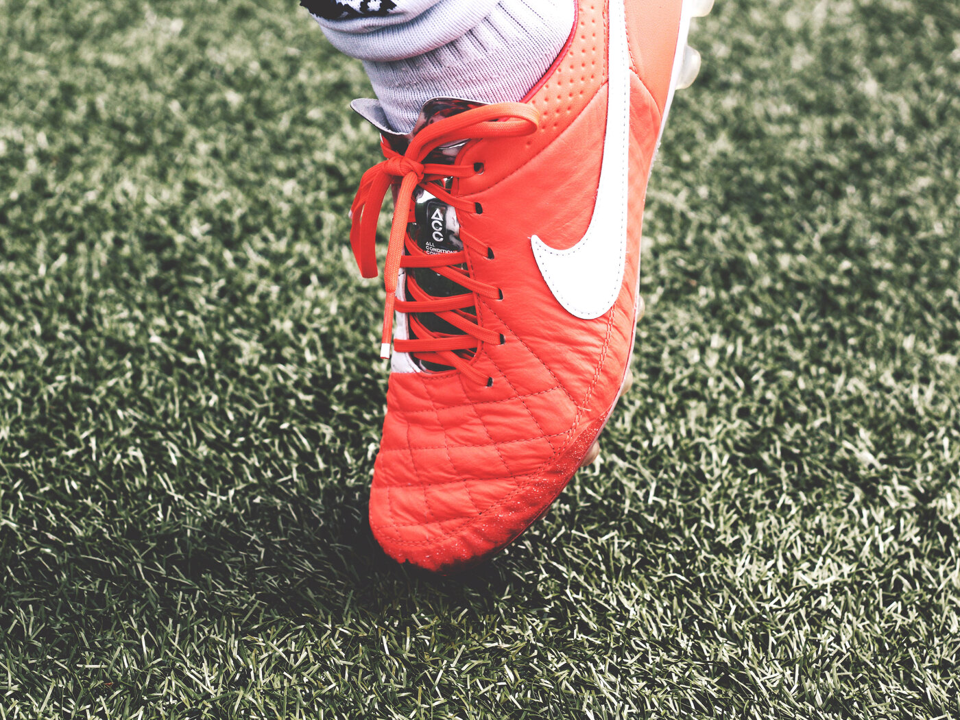 nike-shoes-ground-football-2s.jpg