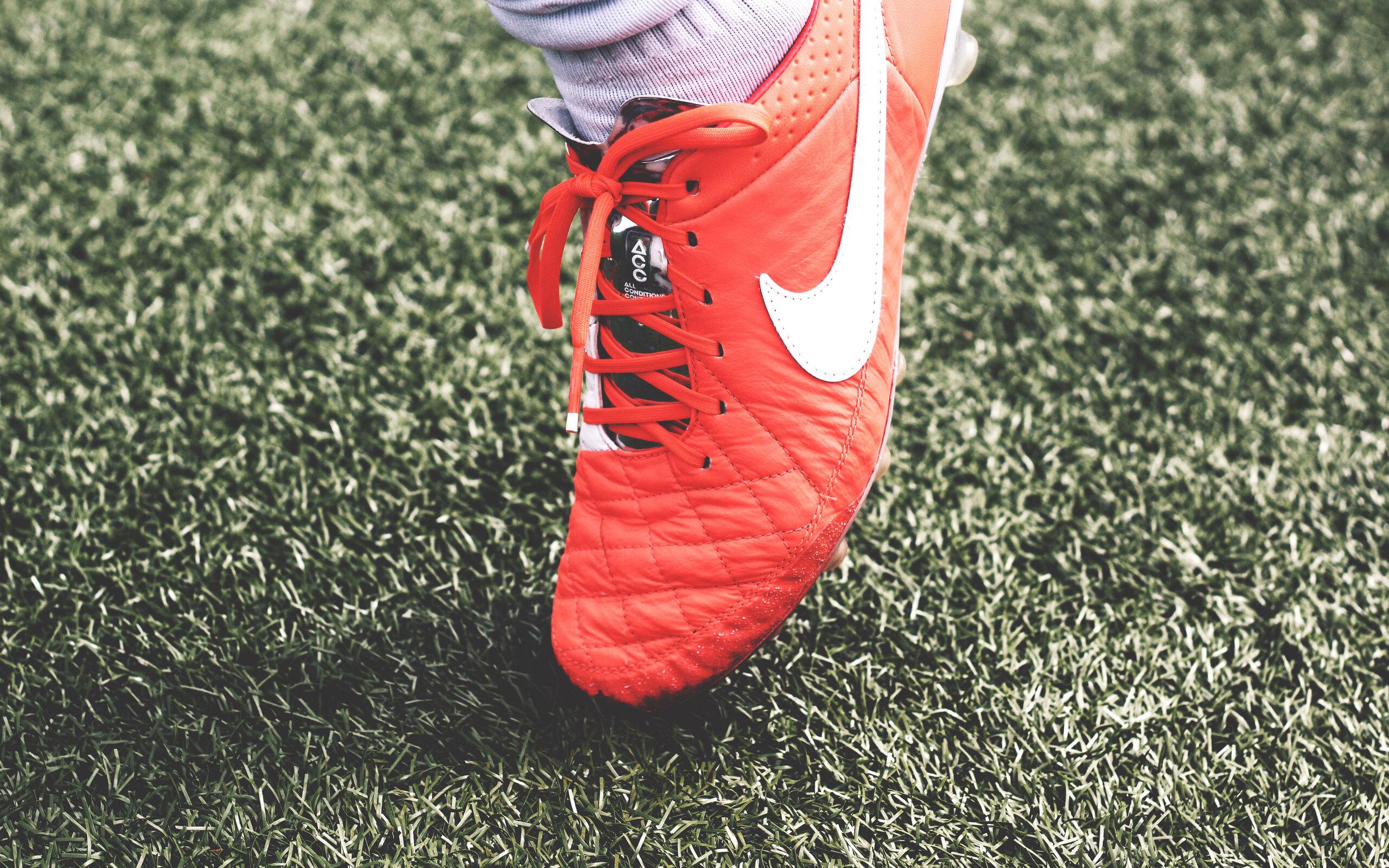 nike-shoes-ground-football-2s.jpg